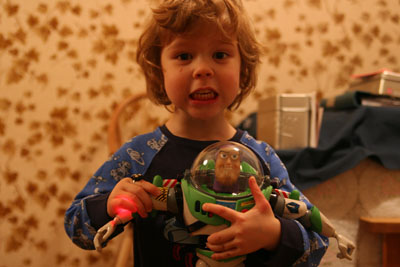 Elias med nya polaren Buzz Lightyear