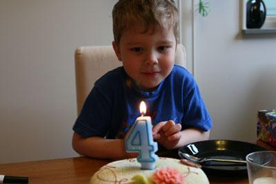 Elias fyra år!