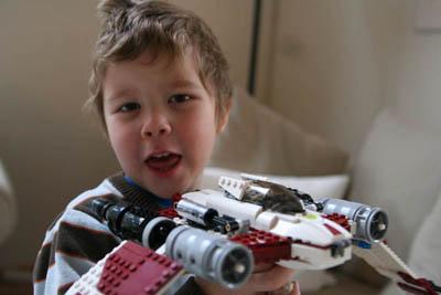 Elias gillar Lego och Star Wars!